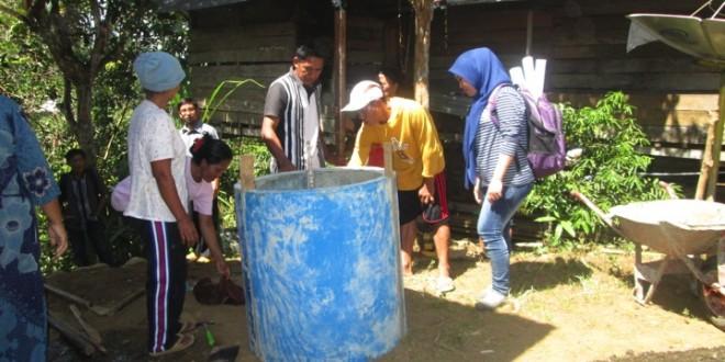 Kesuksesan Praktek Jamban  Sehat Di Desa Amola